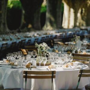 Repas dans l'allée des platanes